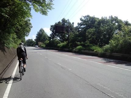 須玉市街を抜けるといよいよ登坂車線のおでまし
